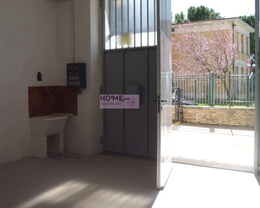 Attività / Licenza in affitto a Macerata, 9999 locali, zona Località: zonaviaSpalato, prezzo € 600 | Cambio Casa.it