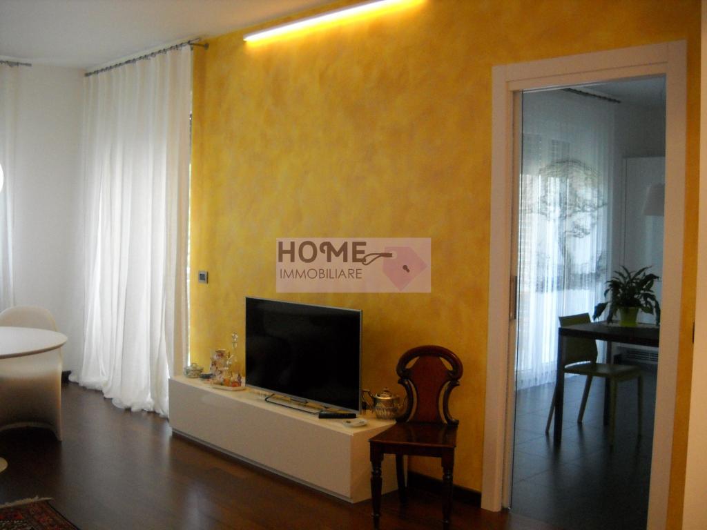 Appartamento in vendita a Macerata, 6 locali, zona Località: Piediripa, prezzo € 165.000 | CambioCasa.it