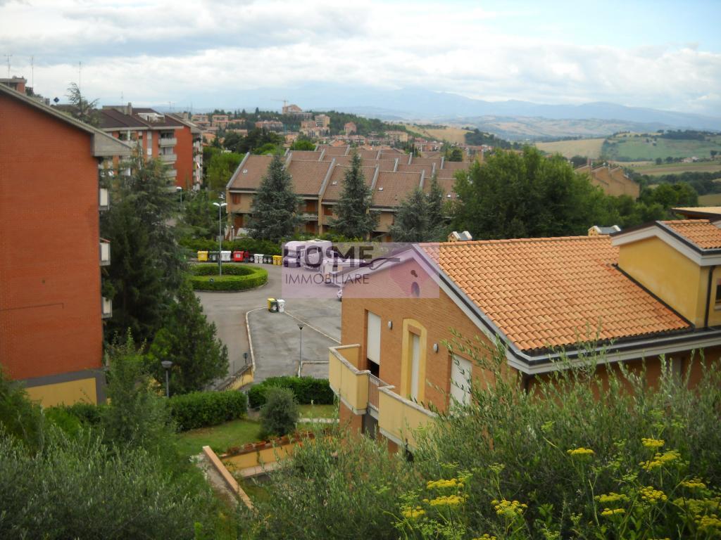 Ufficio / Studio in affitto a Macerata, 9999 locali, zona Località: zonaSanFrancesco, prezzo € 700 | Cambio Casa.it