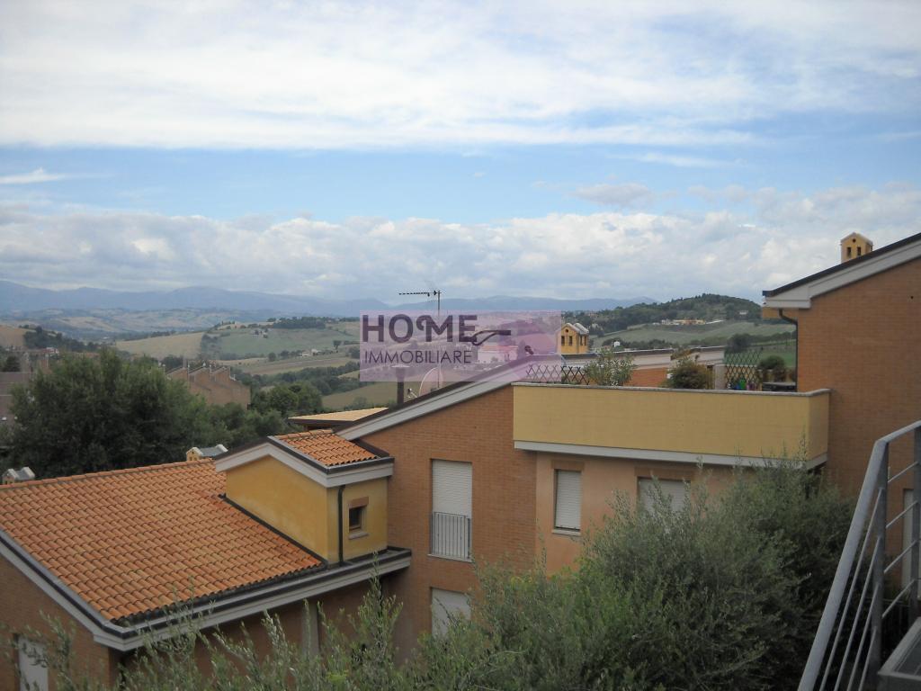 Appartamento in vendita a Macerata, 7 locali, zona Località: zonaSanFrancesco, prezzo € 150.000 | Cambio Casa.it