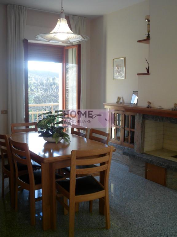 Soluzione Indipendente in vendita a Macerata, 10 locali, zona Zona: Periferia, prezzo € 230.000 | Cambio Casa.it