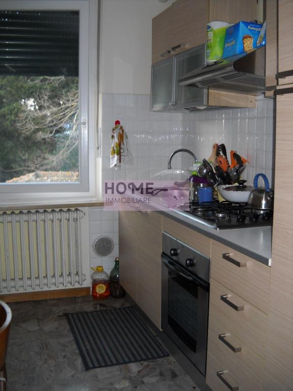 Appartamento in vendita a Macerata, 5 locali, zona Località: zonaColleverde, prezzo € 70.000 | CambioCasa.it