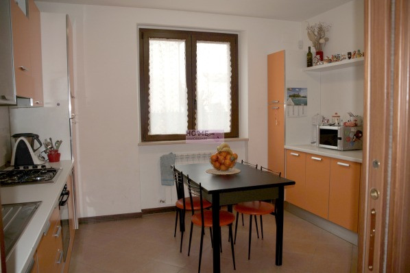 Appartamento in vendita a Pollenza, 7 locali, zona Località: CasetteVerdini, prezzo € 220.000 | Cambio Casa.it
