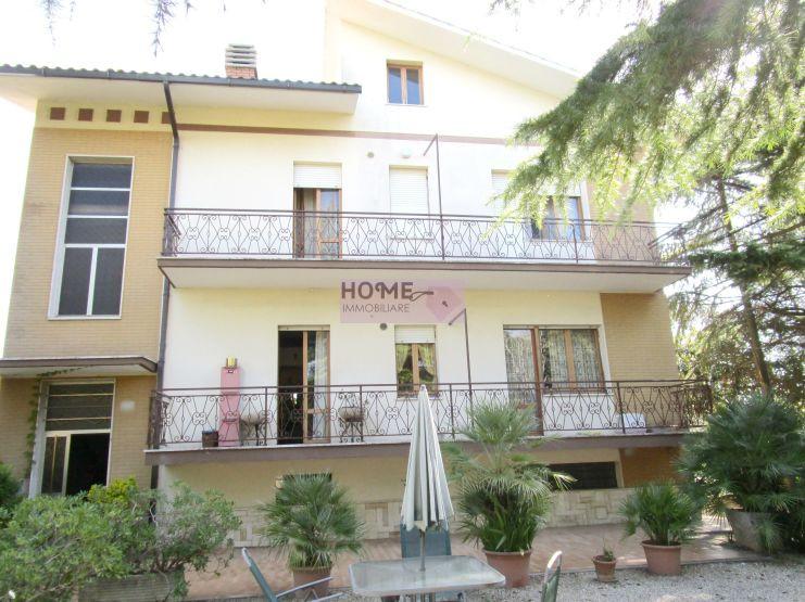 Soluzione Indipendente in vendita a Macerata, 10 locali, zona Zona: Sforzacosta, Trattative riservate | CambioCasa.it