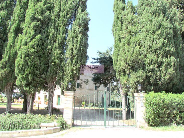 Villa in vendita a Mogliano, 10 locali, Trattative riservate | Cambio Casa.it