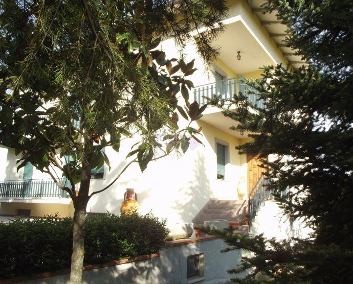 Soluzione Indipendente in vendita a Corridonia, 7 locali, zona Zona: Colbuccaro, Trattative riservate | Cambio Casa.it