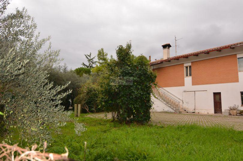 Soluzione Indipendente in vendita a Macerata, 8 locali, zona Località: ZonaVallebona, prezzo € 210.000 | CambioCasa.it