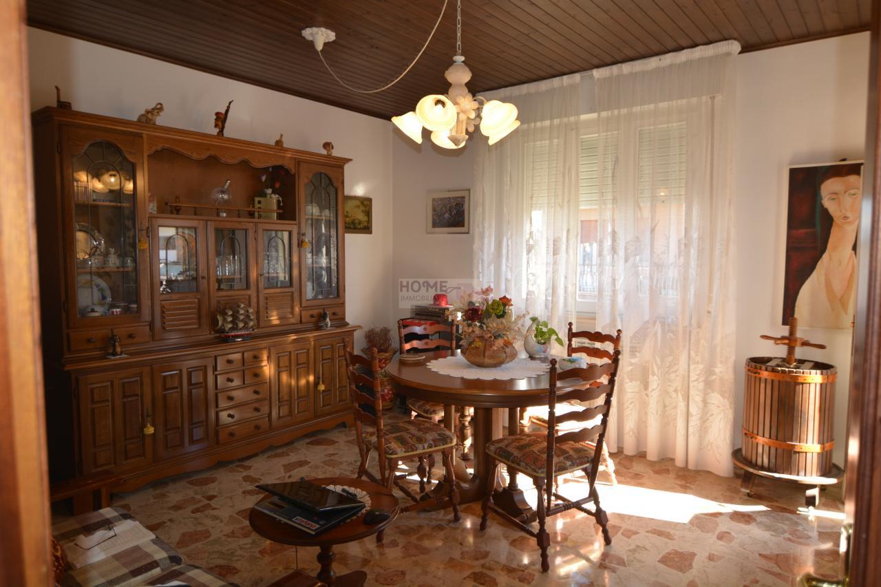 Appartamento in vendita a Macerata, 6 locali, zona Località: zonaviaSpalato, prezzo € 108.000 | Cambio Casa.it