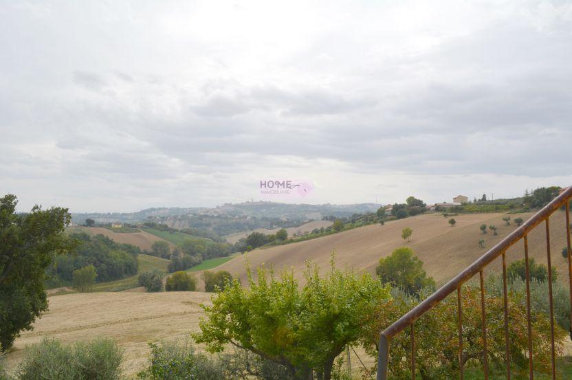 Soluzione Indipendente in vendita a Macerata, 7 locali, zona Zona: Periferia, Trattative riservate | CambioCasa.it