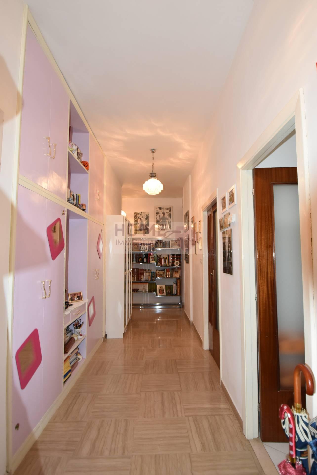 Appartamento macerata vendita zona semicentrale for Pianta dell appartamento da 300 piedi quadrati