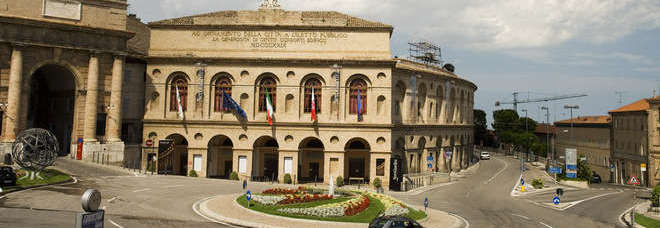 Appartamento in vendita a Macerata, 4 locali, zona Località: ZonaCentrale, Trattative riservate | CambioCasa.it
