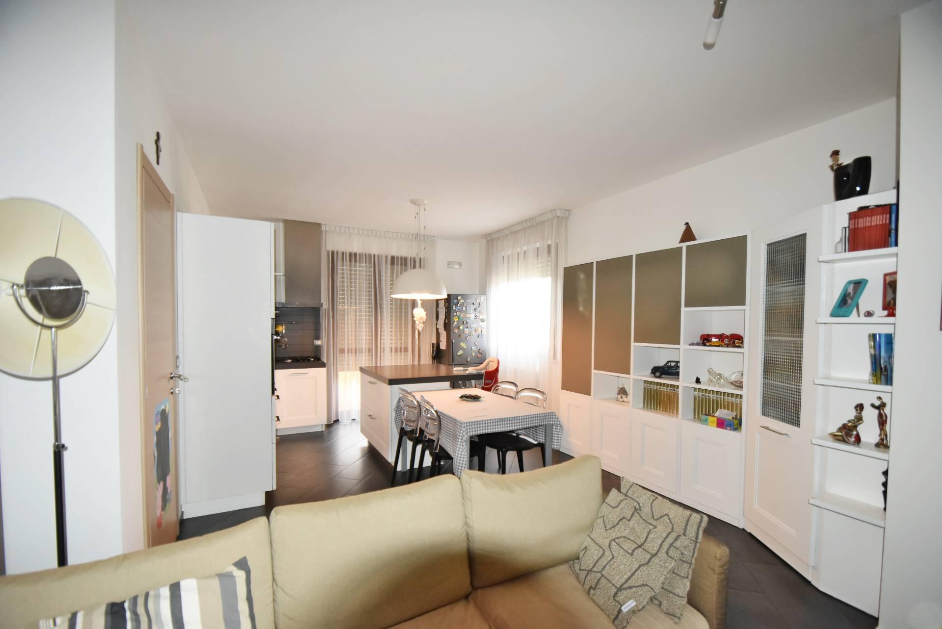 Appartamento in vendita a Corridonia, 6 locali, zona Località: zonasemi-centrale, prezzo € 190.000 | Cambio Casa.it