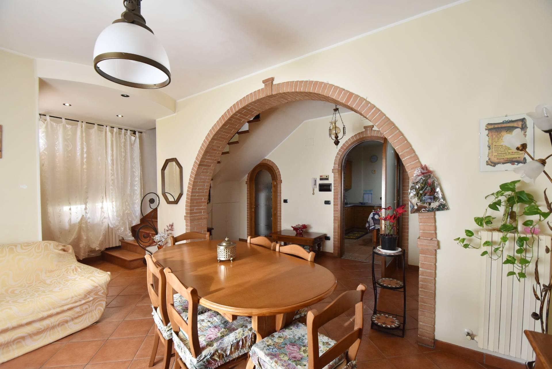 Soluzione Indipendente in vendita a Corridonia, 8 locali, zona Località: SanClaudio, prezzo € 150.000 | Cambio Casa.it