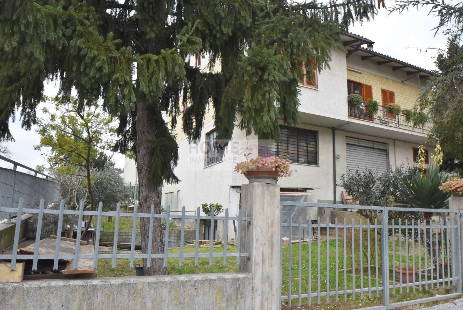 Soluzione Indipendente in vendita a Corridonia, 10 locali, zona Località: zonasemi-centrale, prezzo € 170.000 | Cambio Casa.it