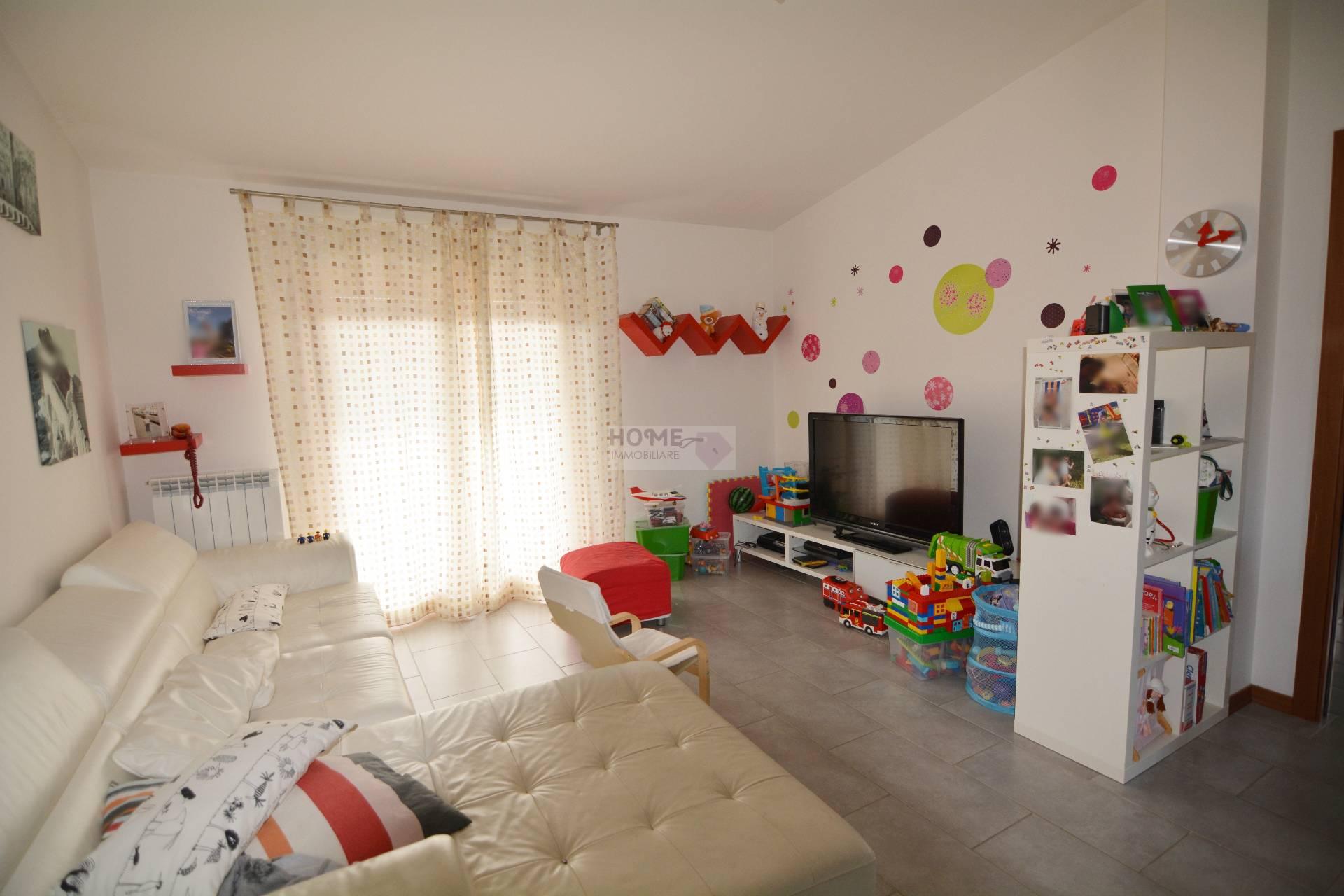 Appartamento in vendita a Corridonia, 6 locali, zona Località: ZonaIndustriale, prezzo € 180.000 | Cambio Casa.it