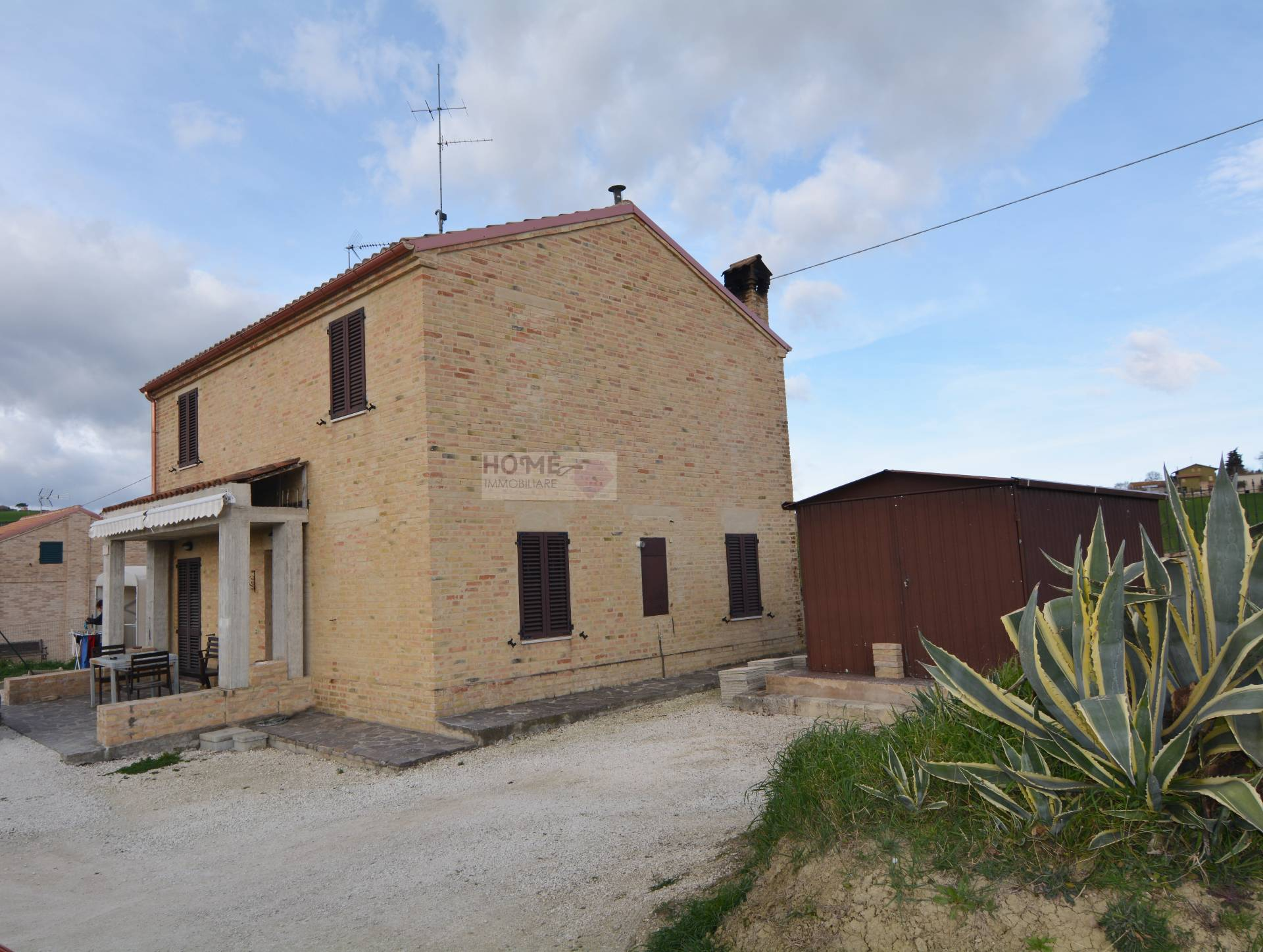 Soluzione Indipendente in vendita a Montecassiano, 7 locali, zona Località: periferia, prezzo € 270.000 | CambioCasa.it