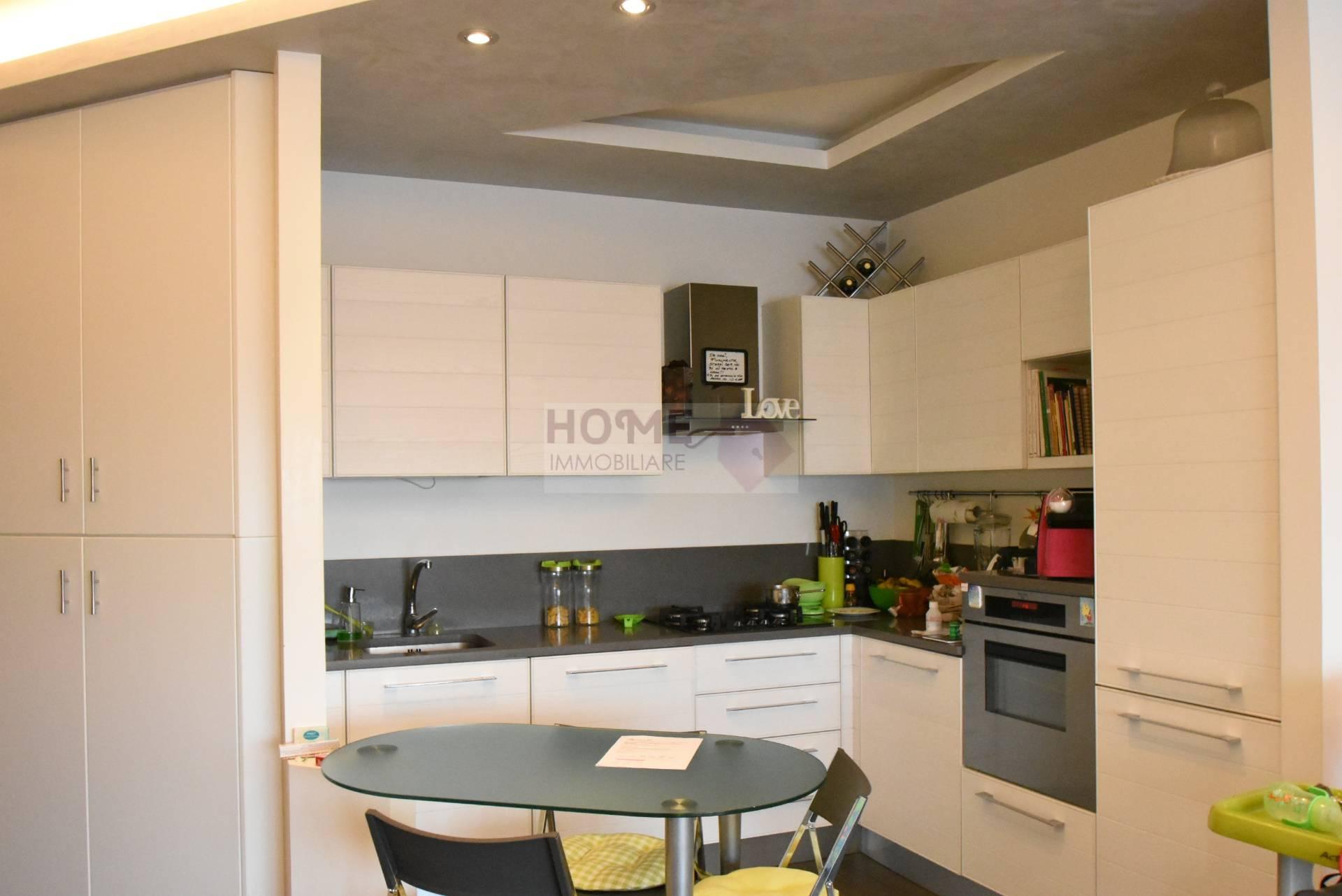 Appartamento in vendita a Macerata, 4 locali, zona Località: zonaColleverde, prezzo € 145.000 | Cambio Casa.it