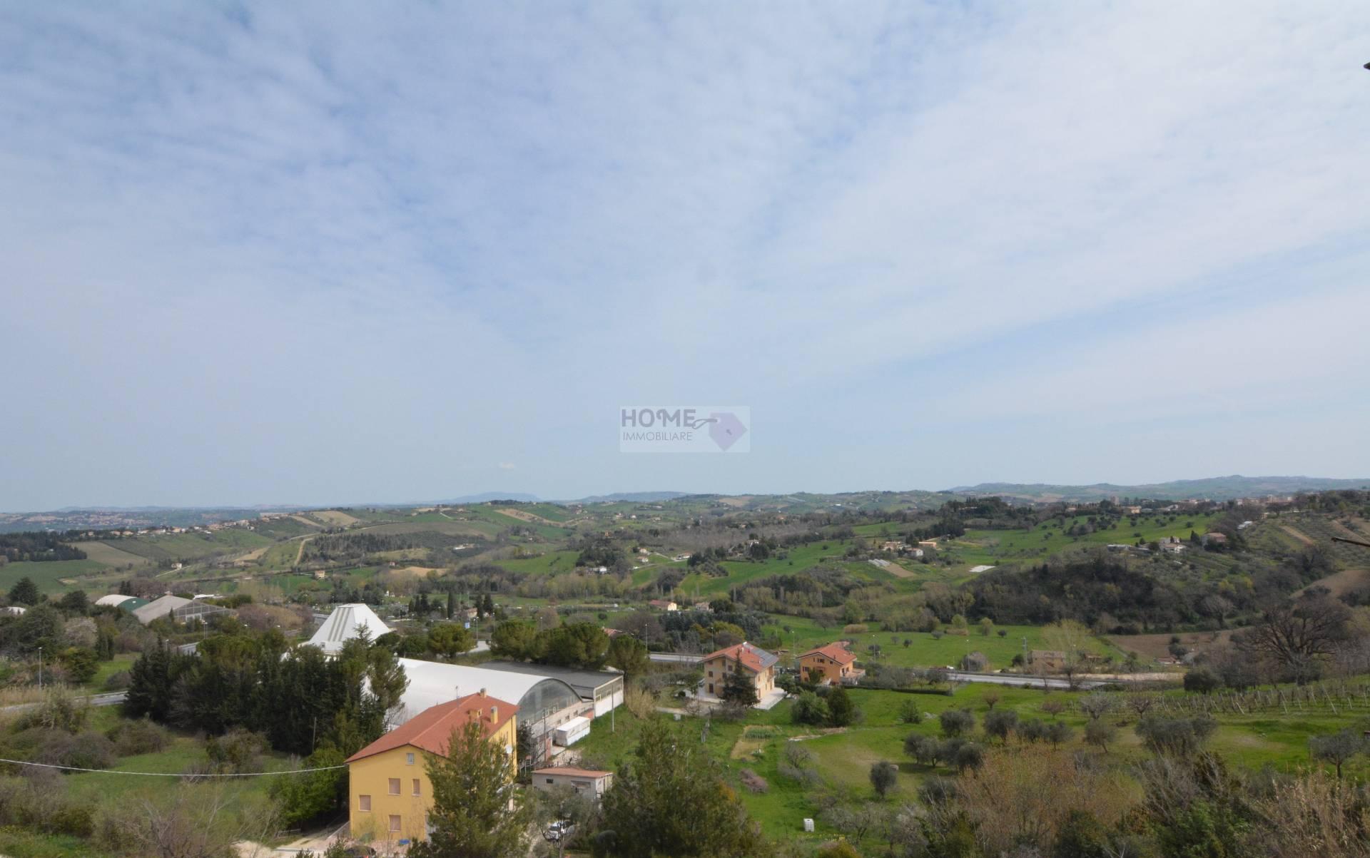 Appartamento in vendita a Macerata, 9 locali, zona Località: ZonaStadio, prezzo € 110.000 | Cambio Casa.it