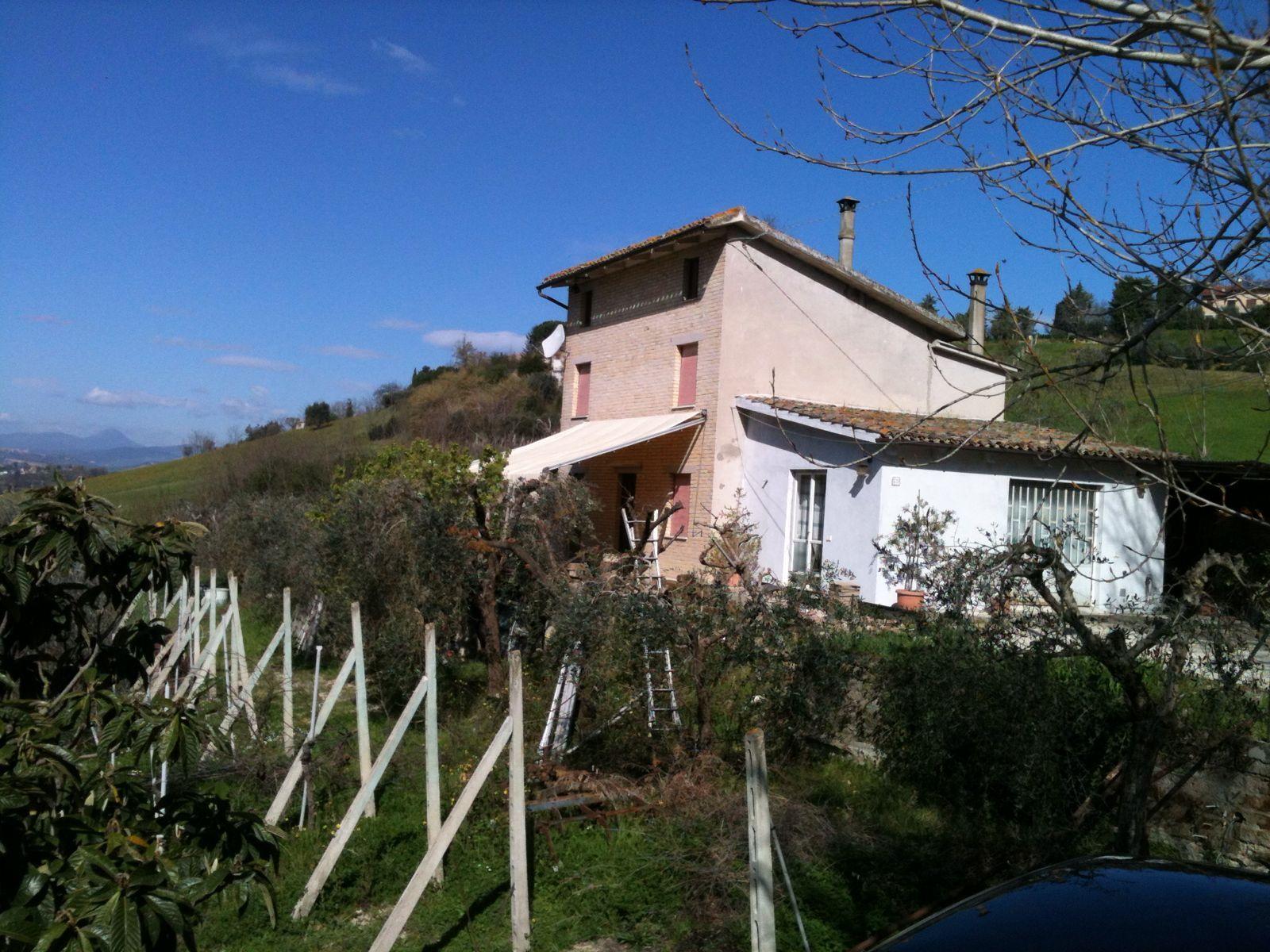 Soluzione Indipendente in vendita a Corridonia, 8 locali, zona Località: zonasemi-centrale, prezzo € 170.000 | Cambio Casa.it