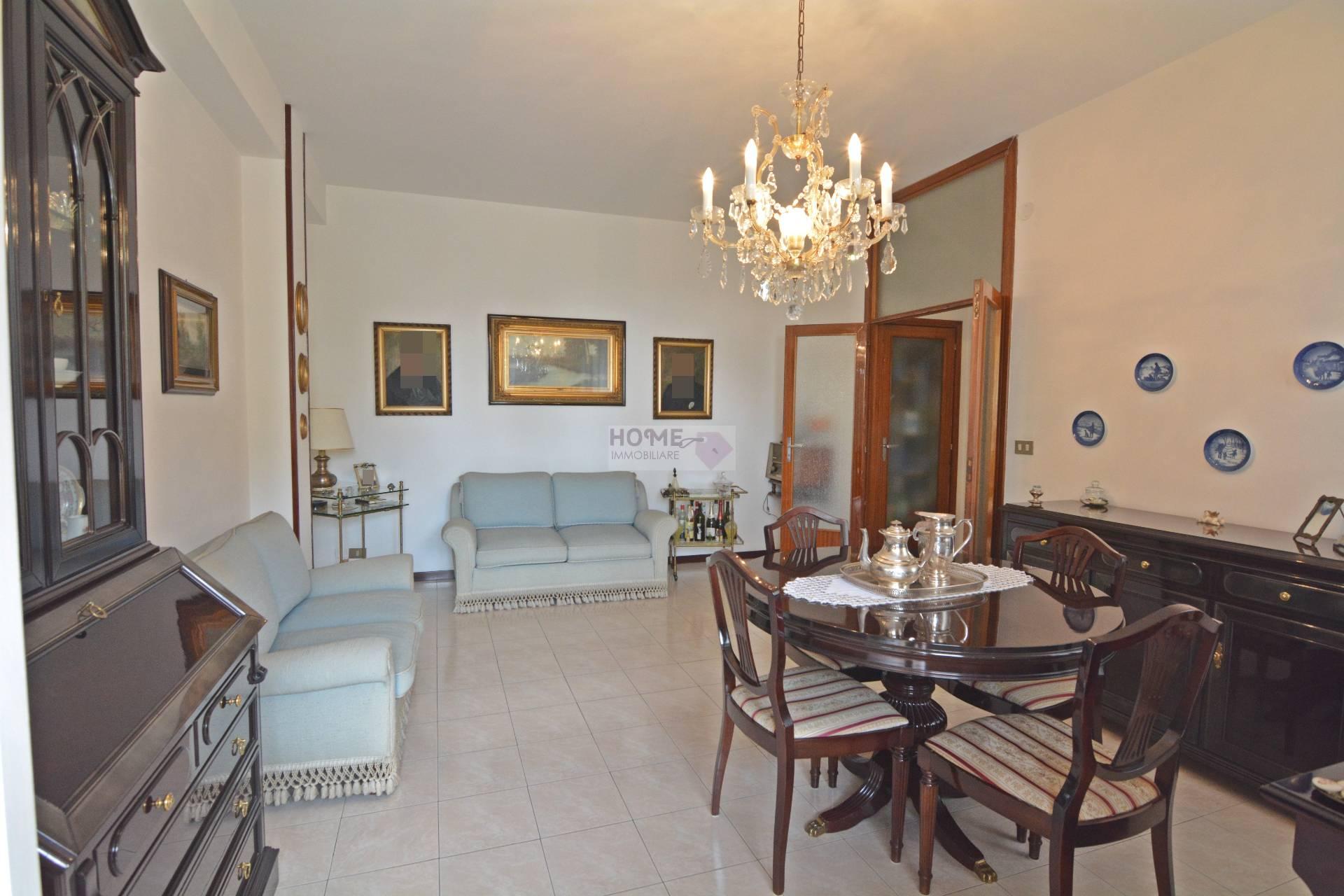 Appartamento in vendita a Macerata, 5 locali, zona Località: ZonaStadio, prezzo € 120.000 | Cambio Casa.it