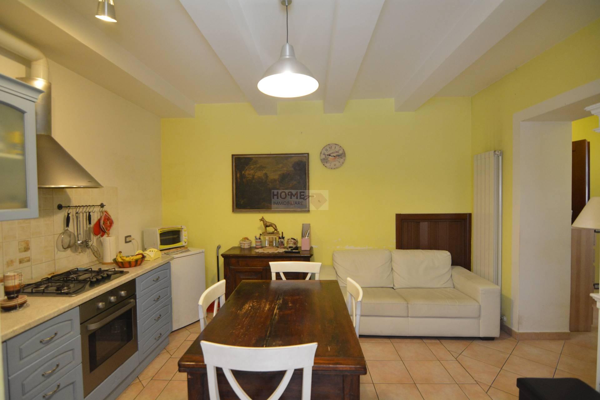Appartamento in vendita a Macerata, 5 locali, zona Zona: Semicentrale, prezzo € 99.000 | Cambio Casa.it
