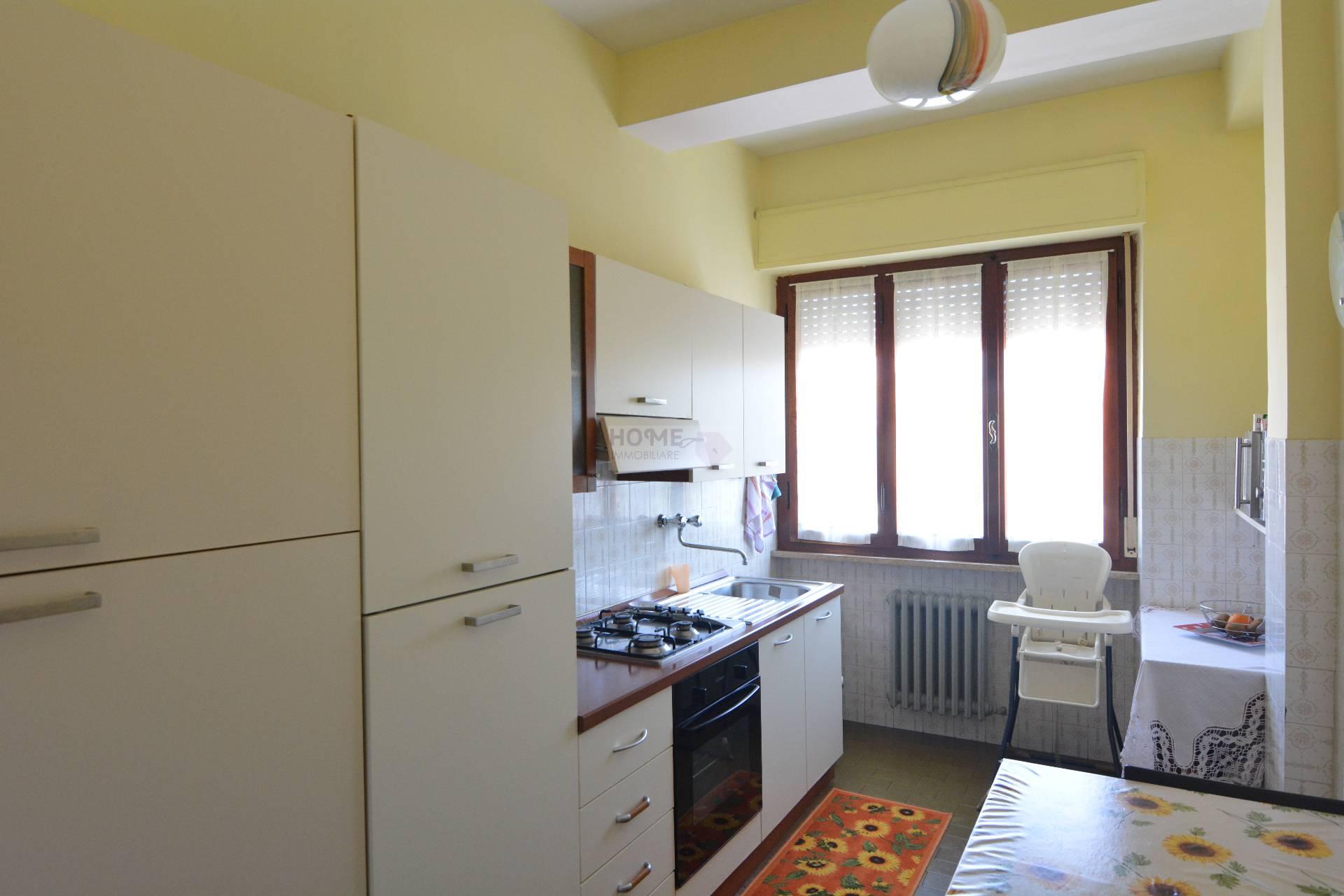 Appartamento in vendita a Macerata, 5 locali, zona Zona: Semicentrale, prezzo € 110.000 | CambioCasa.it