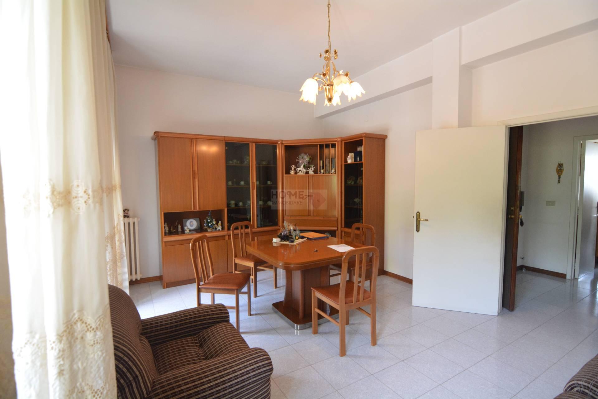 Appartamento in vendita a Macerata, 5 locali, zona Zona: Semicentrale, prezzo € 70.000 | Cambio Casa.it
