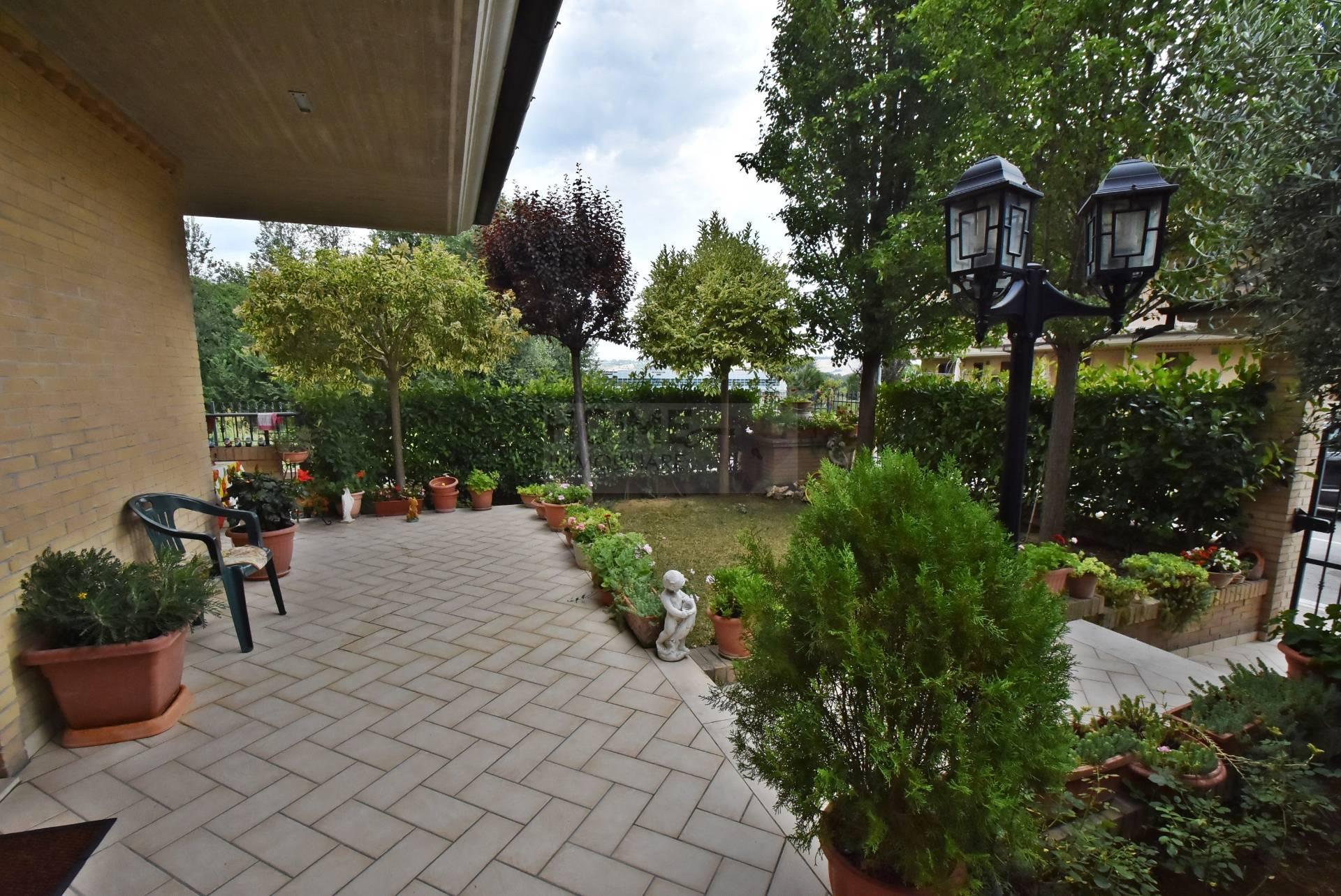 Villa a Schiera in vendita a Corridonia, 8 locali, zona Località: ZonaIndustriale, prezzo € 240.000 | Cambio Casa.it
