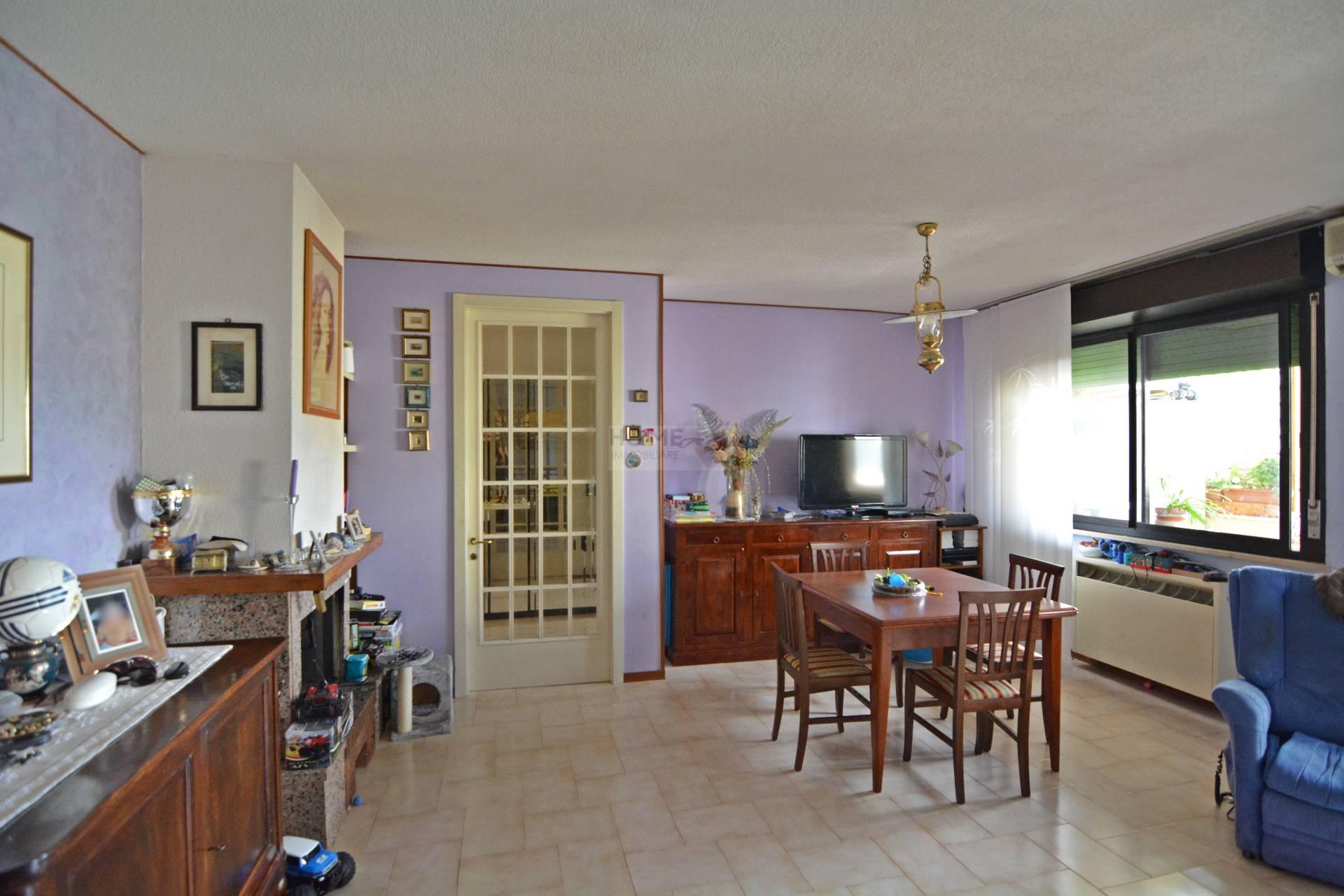Appartamento in vendita a Macerata, 7 locali, zona Località: zonaCollevario, prezzo € 140.000 | Cambio Casa.it