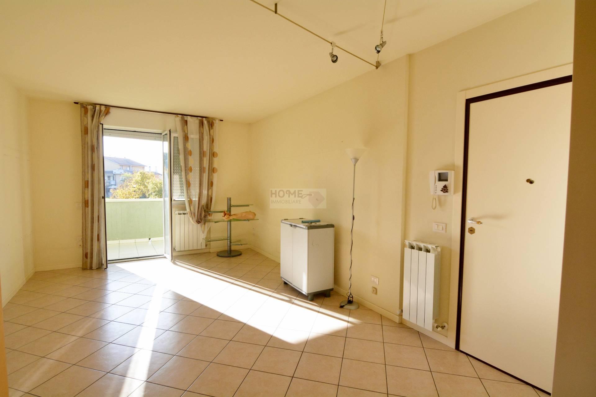 Appartamento in vendita a Macerata, 4 locali, zona Località: Piediripa, prezzo € 120.000 | Cambio Casa.it