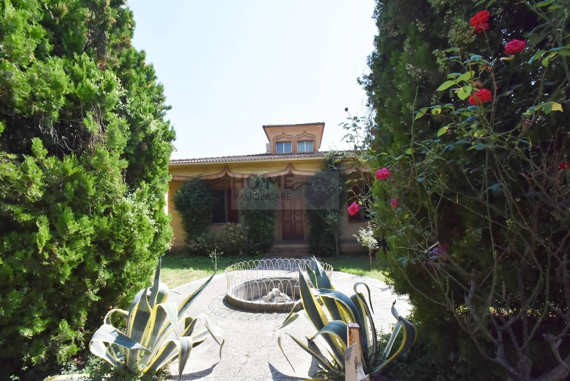 Soluzione Indipendente in vendita a Recanati, 8 locali, zona Località: centrale, prezzo € 295.000 | Cambio Casa.it