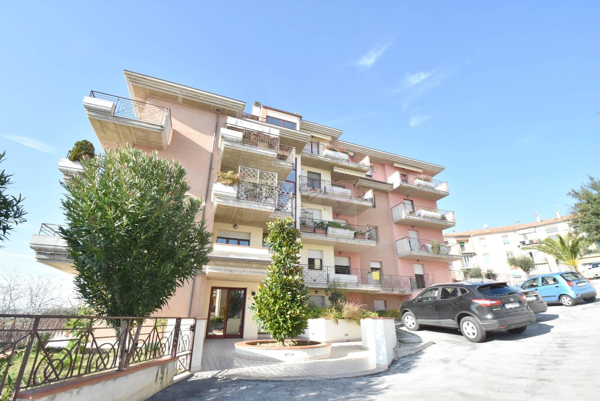 Appartamento in vendita a Macerata, 6 locali, zona Località: ZonaVergini, prezzo € 210.000 | CambioCasa.it