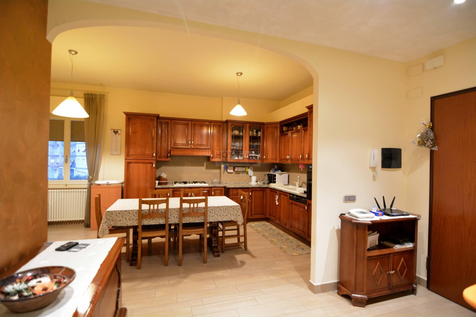 Appartamento in vendita a Macerata, 6 locali, zona Zona: Semicentrale, prezzo € 140.000 | Cambio Casa.it