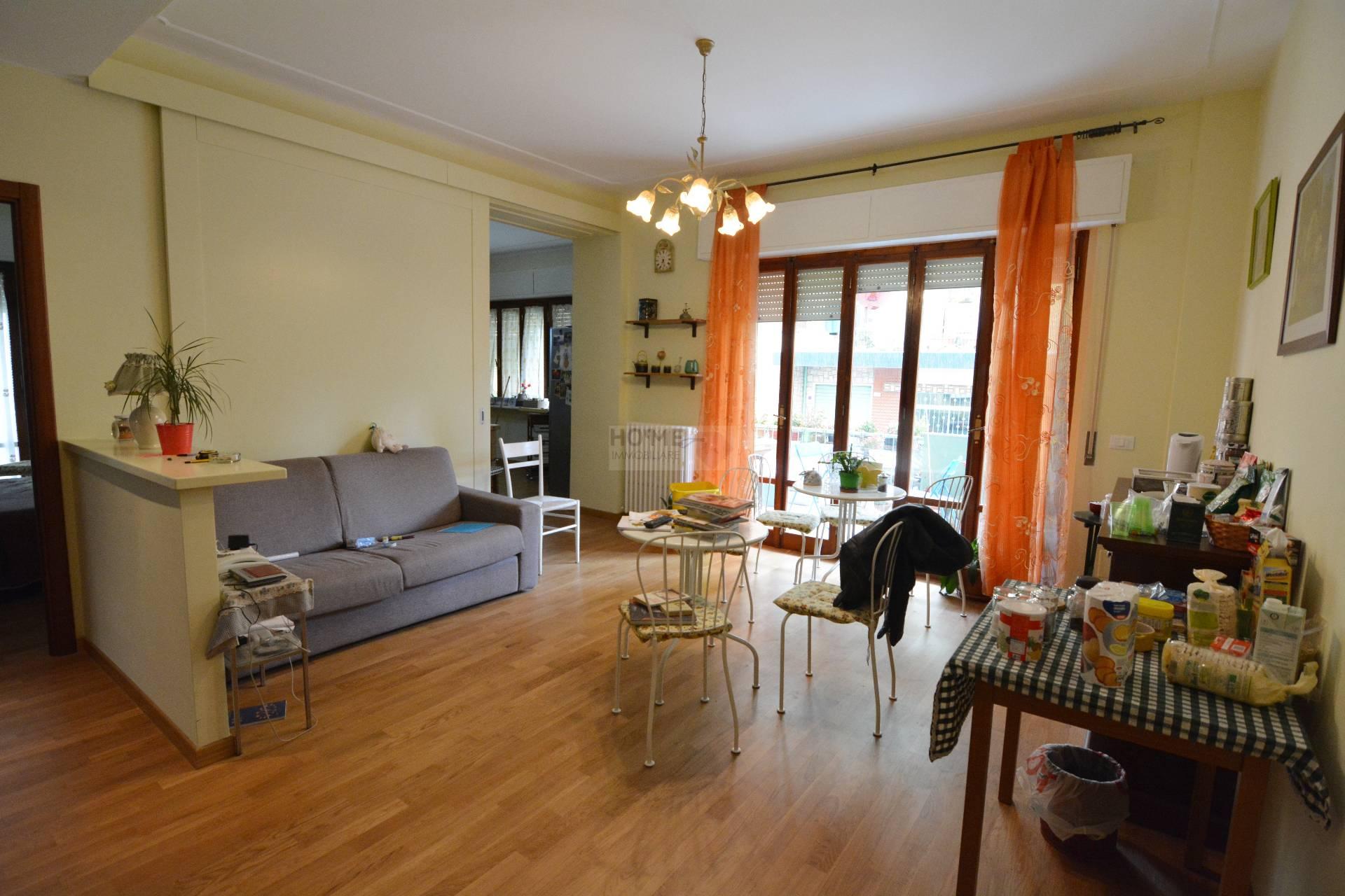 Appartamento in vendita a Macerata, 7 locali, zona Località: ZonaCentrale, prezzo € 180.000 | Cambio Casa.it