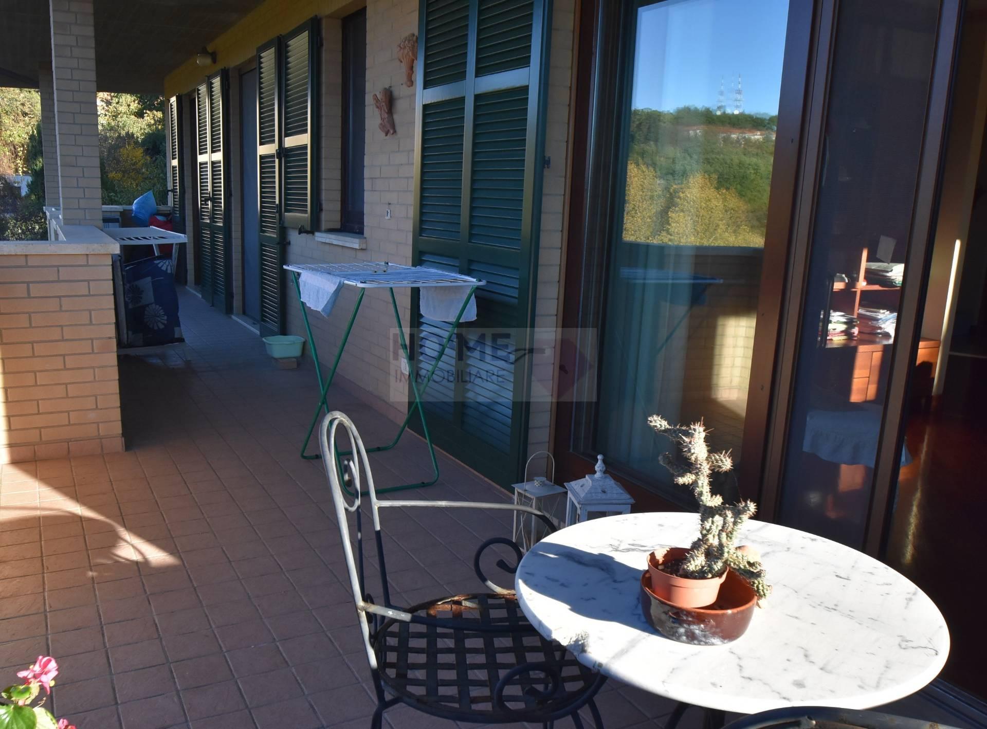 Appartamento in vendita a Macerata, 8 locali, zona Zona: Semicentrale, prezzo € 300.000 | CambioCasa.it