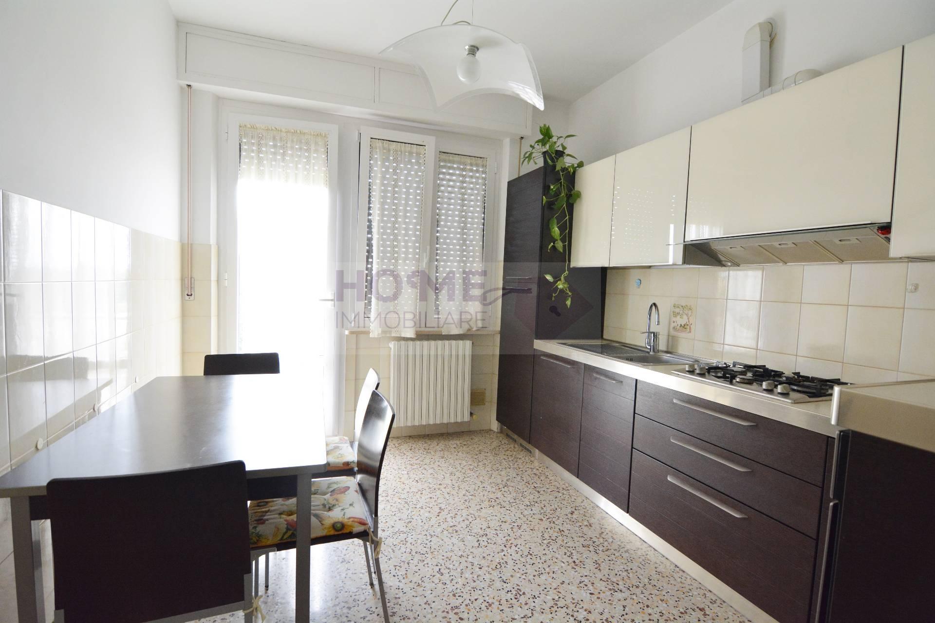 Appartamento in vendita a Macerata, 6 locali, zona Zona: Sforzacosta, prezzo € 105.000 | CambioCasa.it