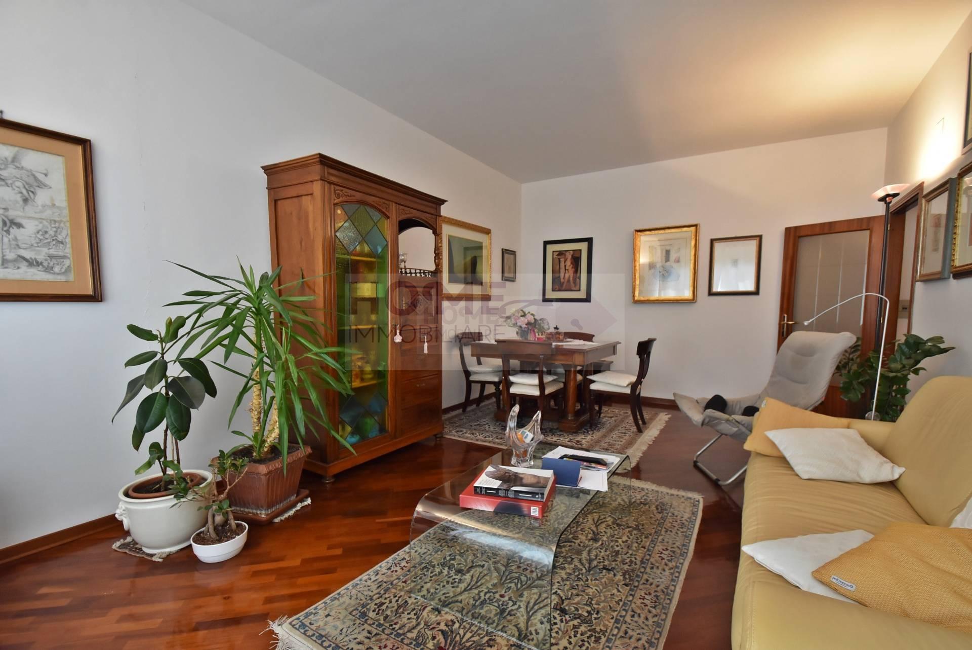 Appartamento in vendita a Macerata, 6 locali, zona Località: ZonaCentrale, prezzo € 140.000 | CambioCasa.it
