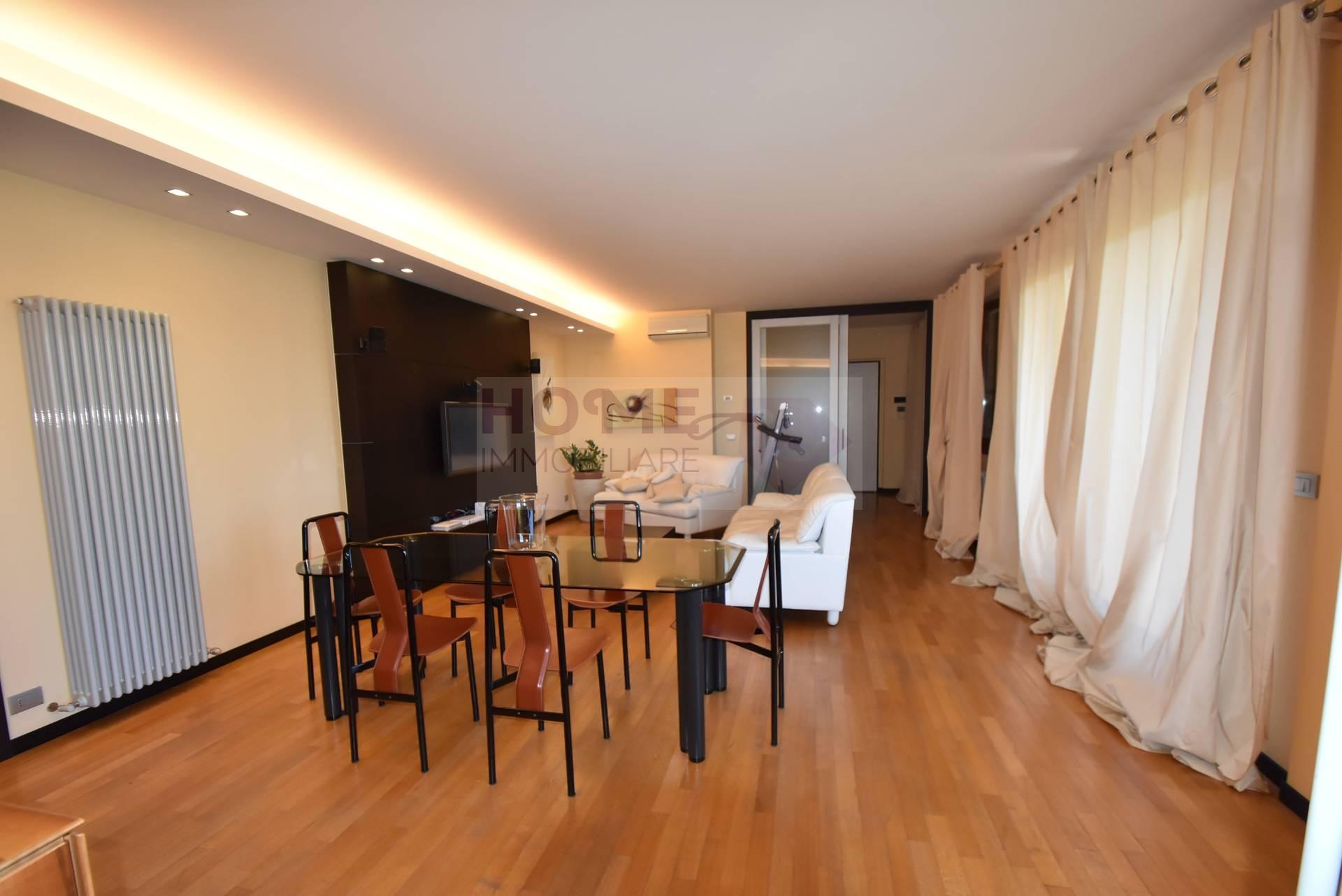 Appartamento in vendita a Macerata, 7 locali, zona Zona: Semicentrale, prezzo € 280.000 | CambioCasa.it