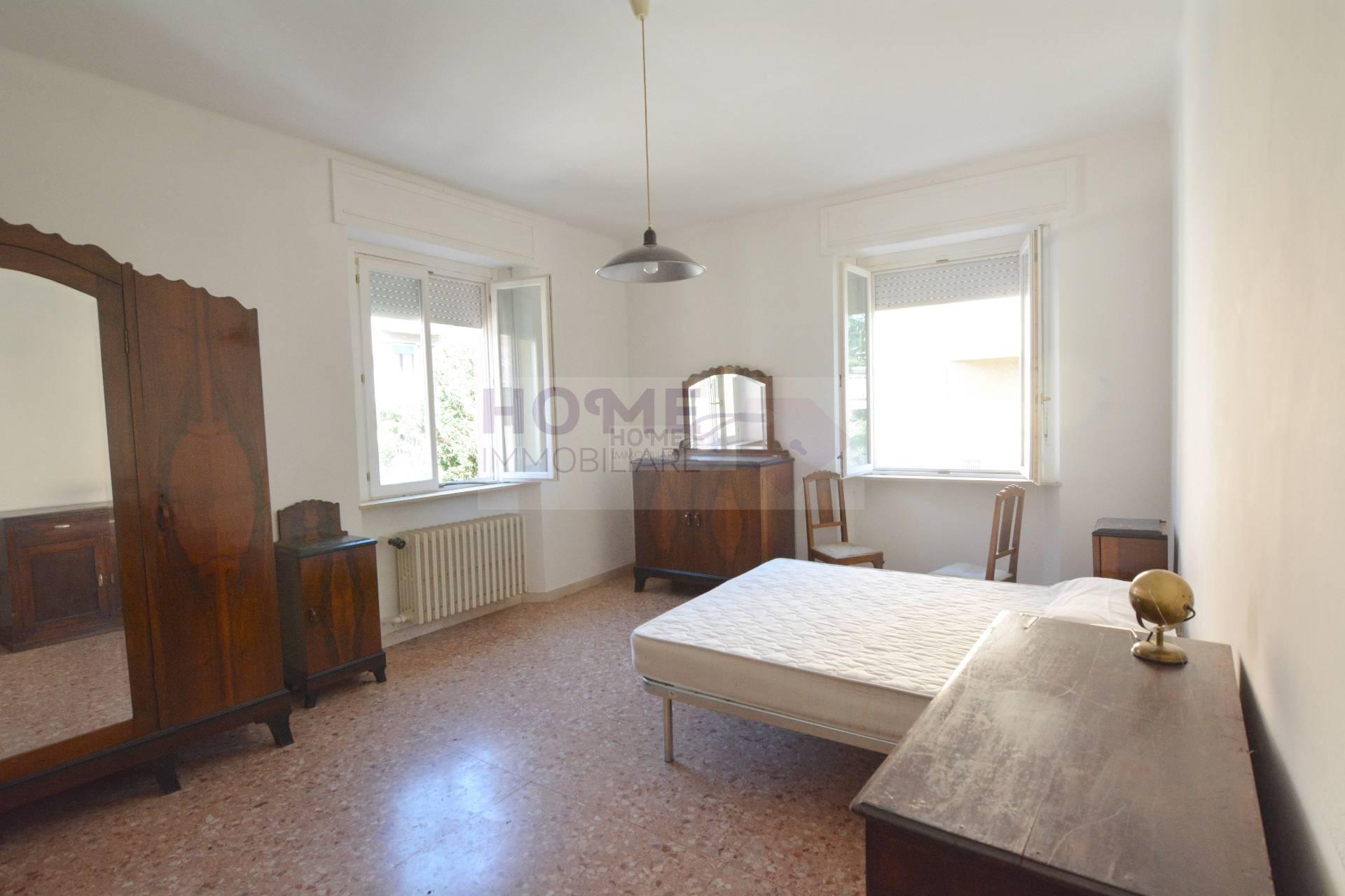 Appartamento in vendita a Macerata, 7 locali, zona Località: ZonaCentrale, prezzo € 100.000 | CambioCasa.it