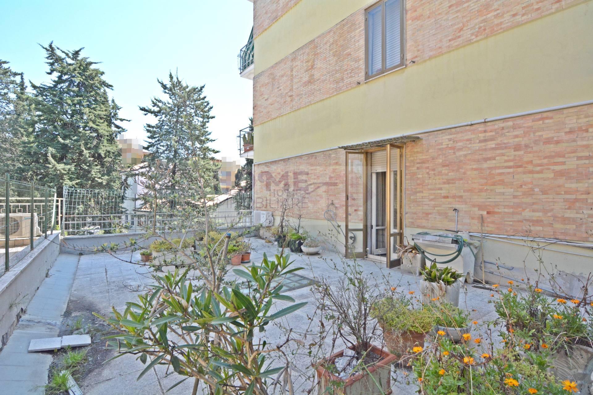 Appartamento in vendita a Macerata, 5 locali, zona Zona: Semicentrale, prezzo € 100.000 | CambioCasa.it