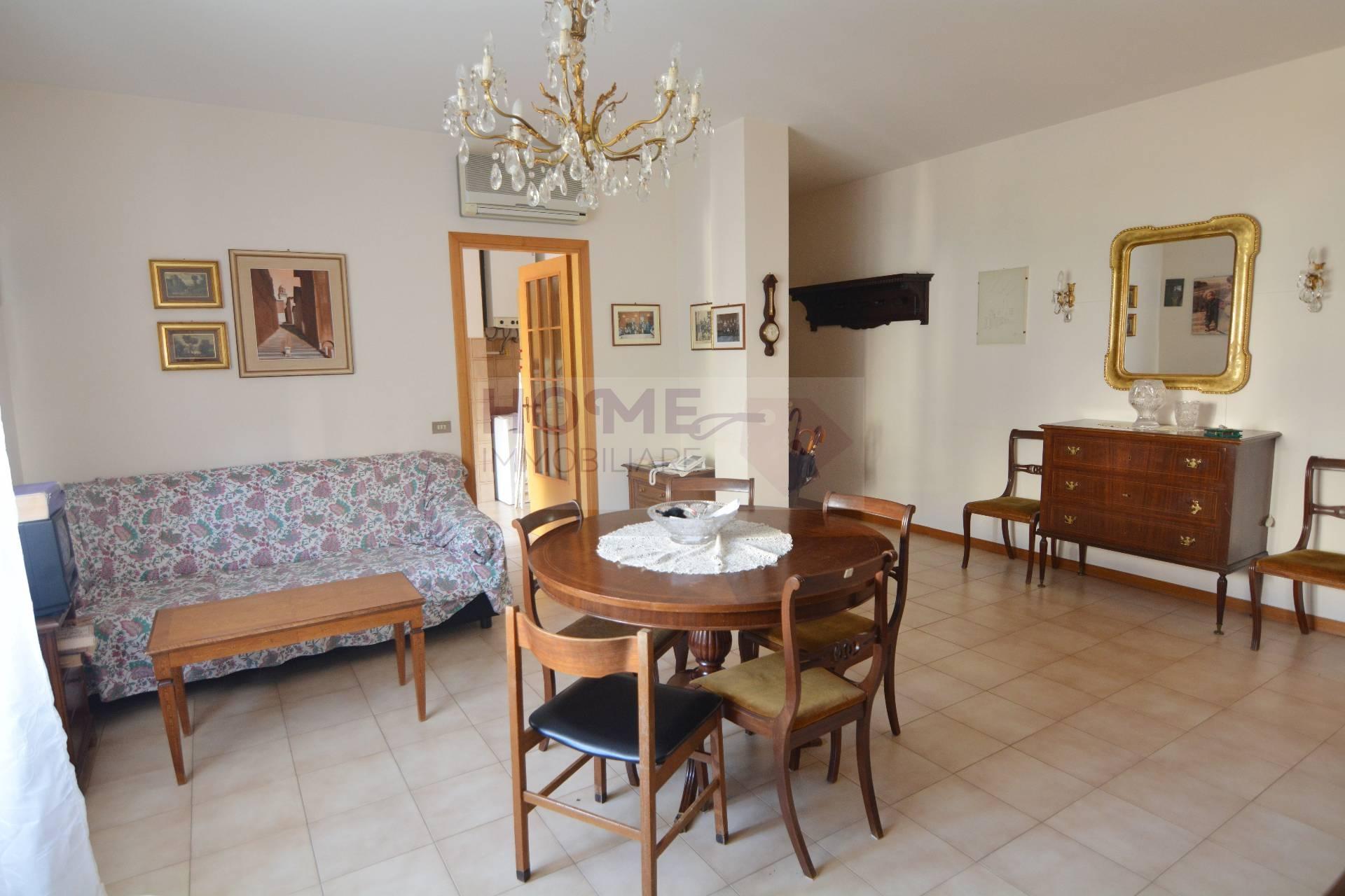 Appartamento in vendita a Macerata, 5 locali, zona Località: zonaColleverde, prezzo € 95.000 | CambioCasa.it
