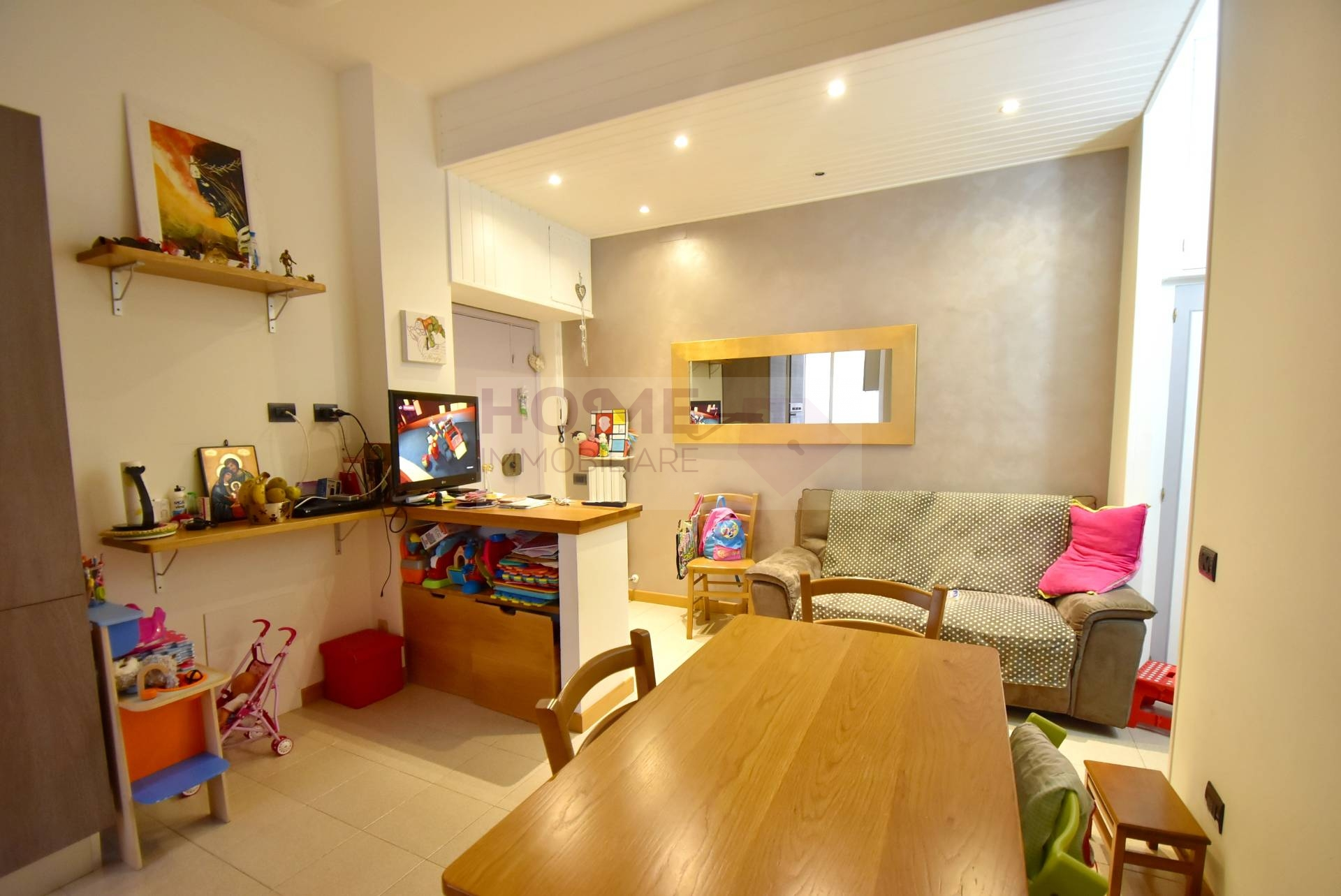 Appartamento in vendita a Macerata, 5 locali, zona Località: ZonaVergini, prezzo € 100.000 | CambioCasa.it