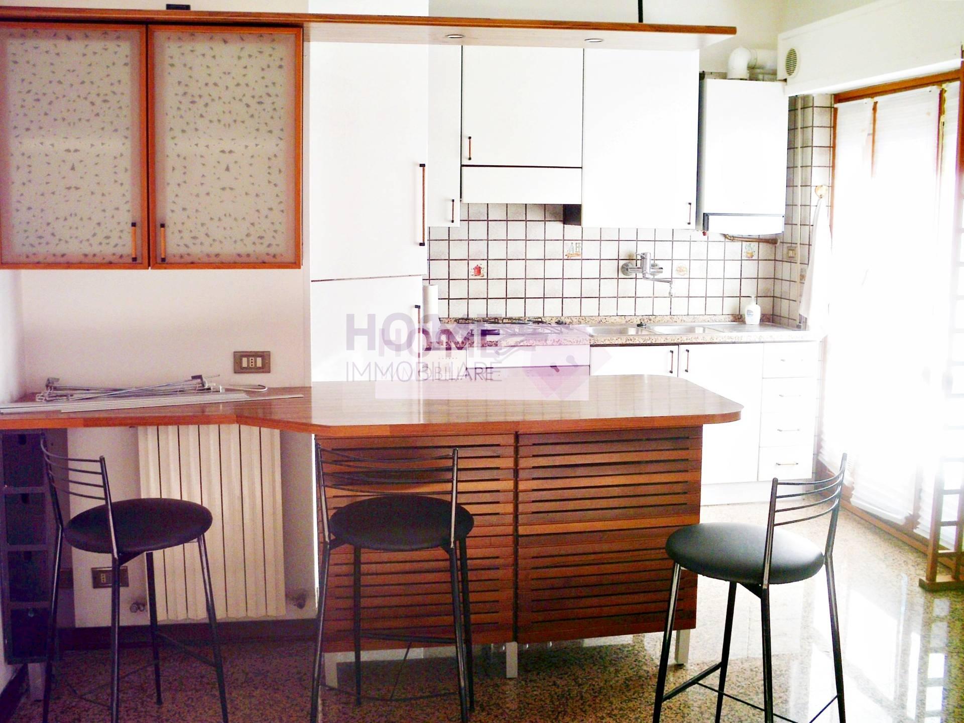 Appartamento in affitto a Macerata, 5 locali, zona Zona: Semicentrale, prezzo € 500 | CambioCasa.it