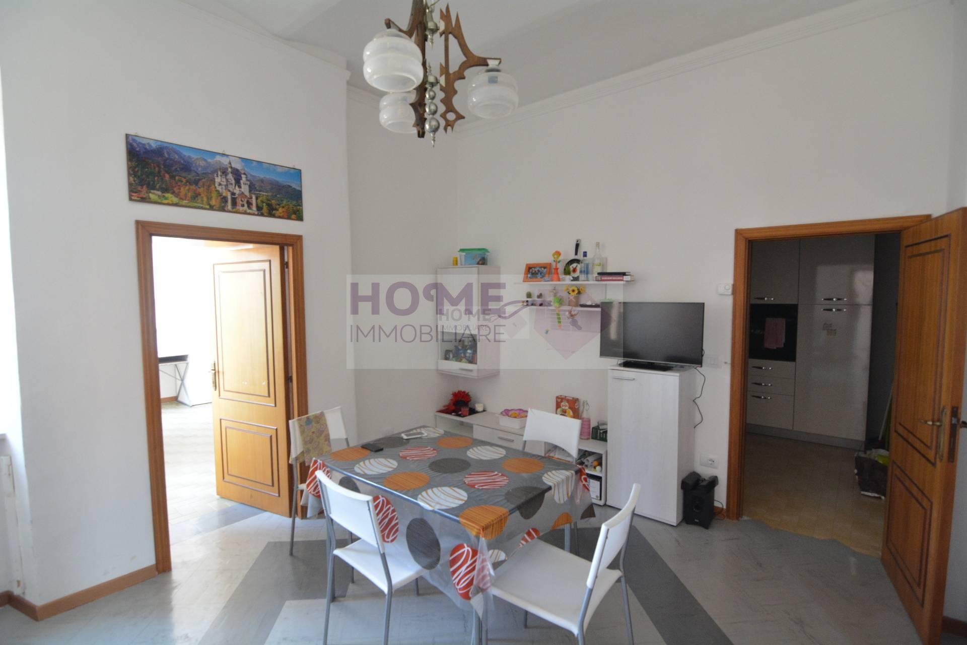 Appartamento in affitto a Macerata, 6 locali, zona Località: Centrostorico, prezzo € 700 | CambioCasa.it