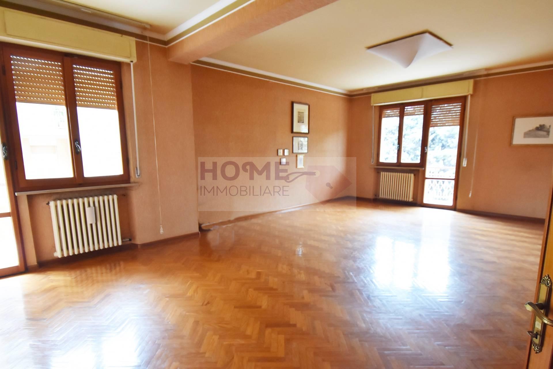 Appartamento in vendita a Macerata, 8 locali, zona Località: zonaSanFrancesco, Trattative riservate | CambioCasa.it