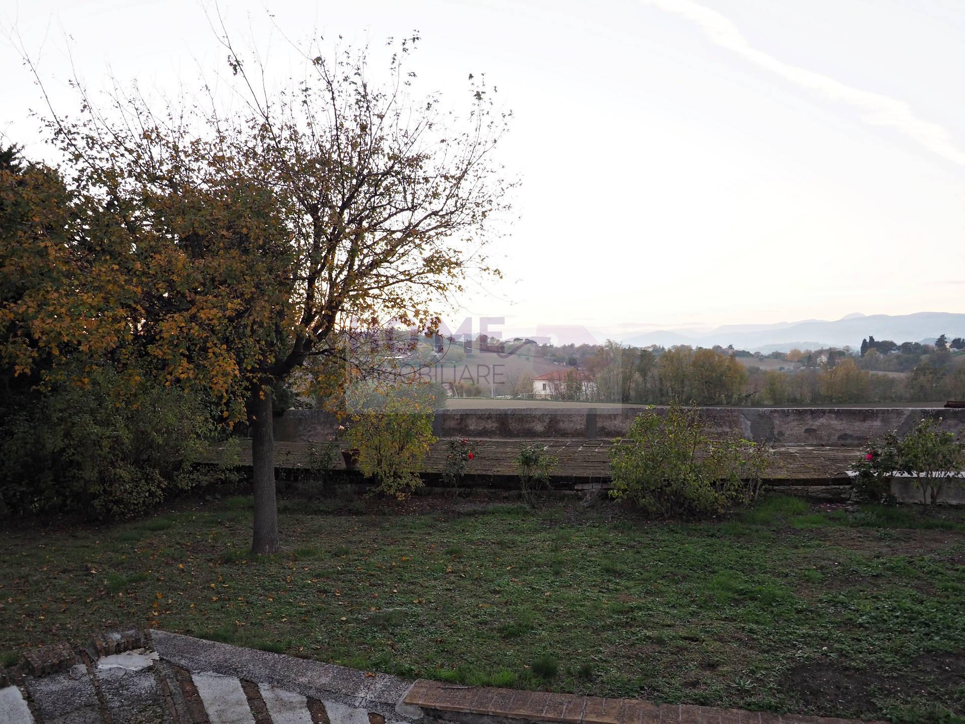 Villa in Affitto a Macerata