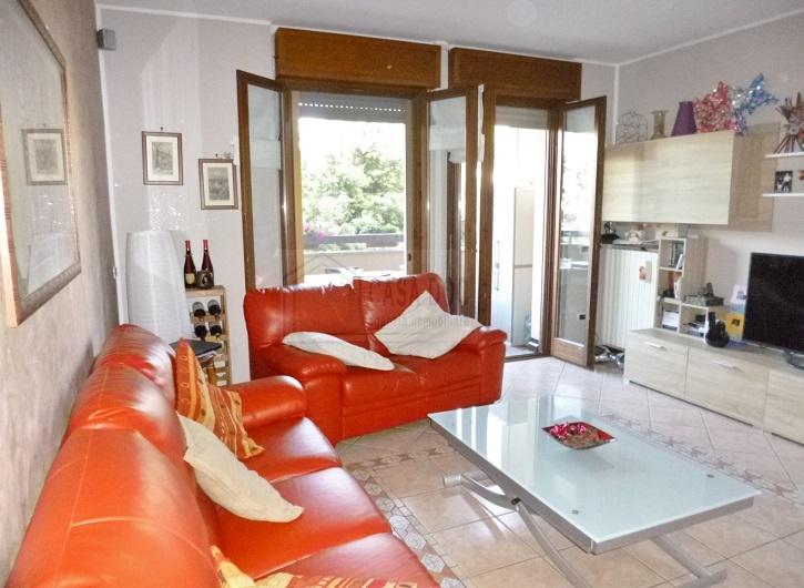 Appartamento in vendita a Siziano, 4 locali, prezzo € 215.000   CambioCasa.it