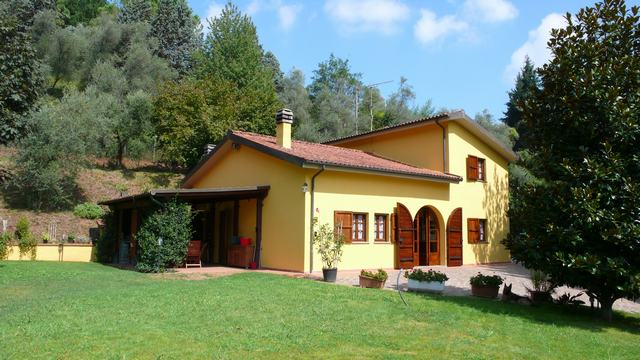 Villa in affitto a Lucca, 5 locali, zona Zona: Arliano, prezzo € 1.500 | CambioCasa.it