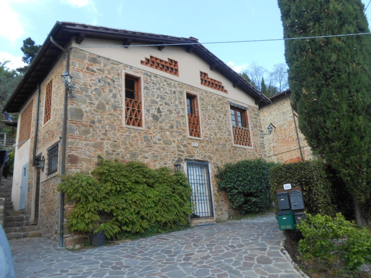 Rustico / Casale in affitto a Lucca, 10 locali, prezzo € 1.500 | CambioCasa.it