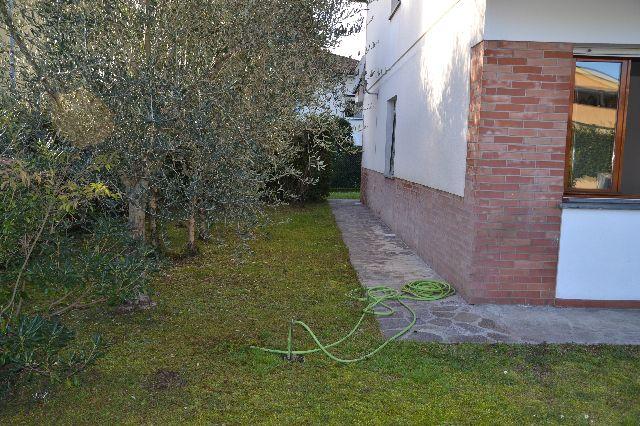 Villa Bifamiliare in vendita a Lucca, 6 locali, zona Zona: Arancio, prezzo € 420.000 | Cambio Casa.it